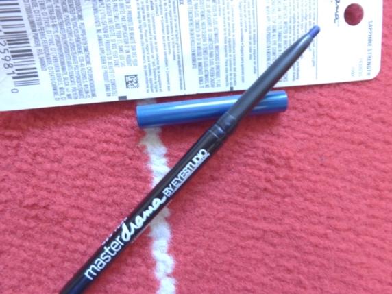 Blue-eyeliner-pencil