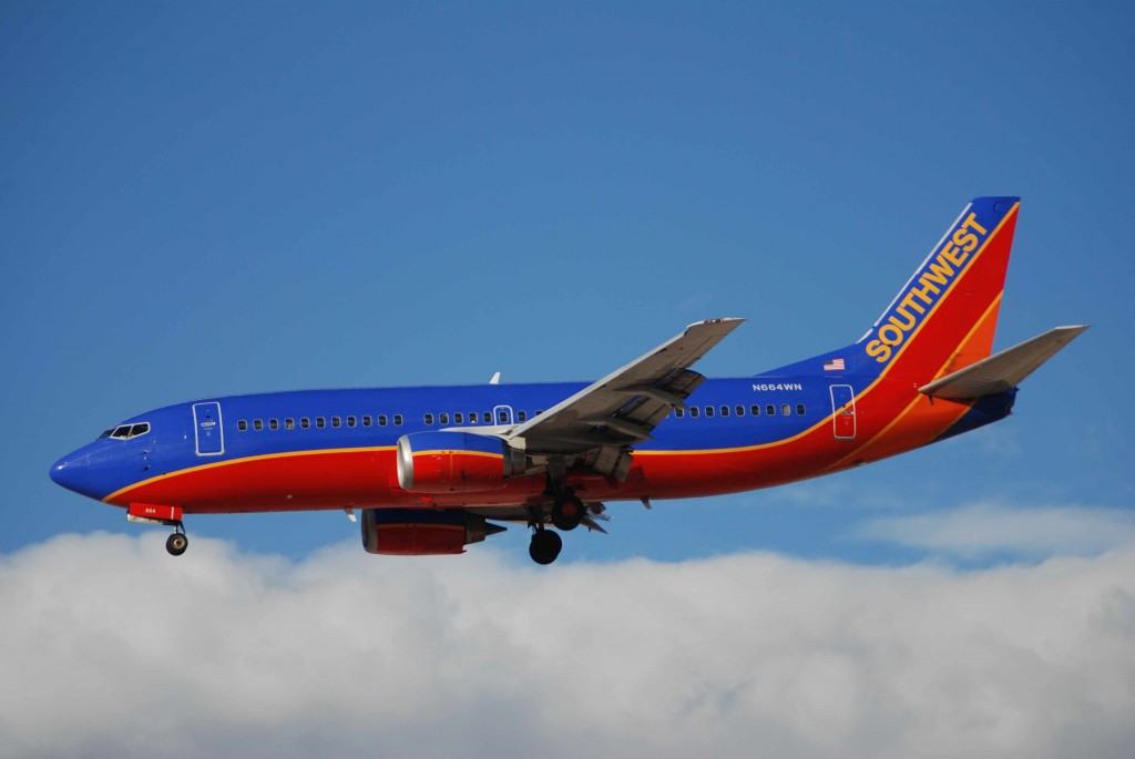 southwest-737-300-n664wn-01apr-las-bdlr