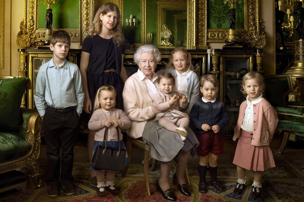 Queen-Elizabeth-II-with-her-five-great-grandchildren-and-her-two-youngest-grandchildren